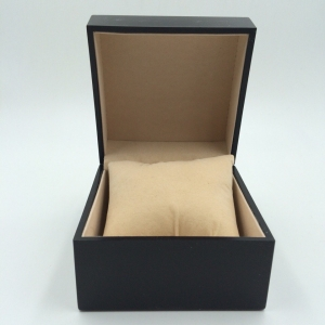 Деревянная коробка для часов