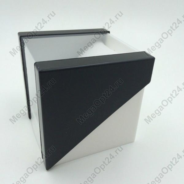 Пластиковая  коробка для часов